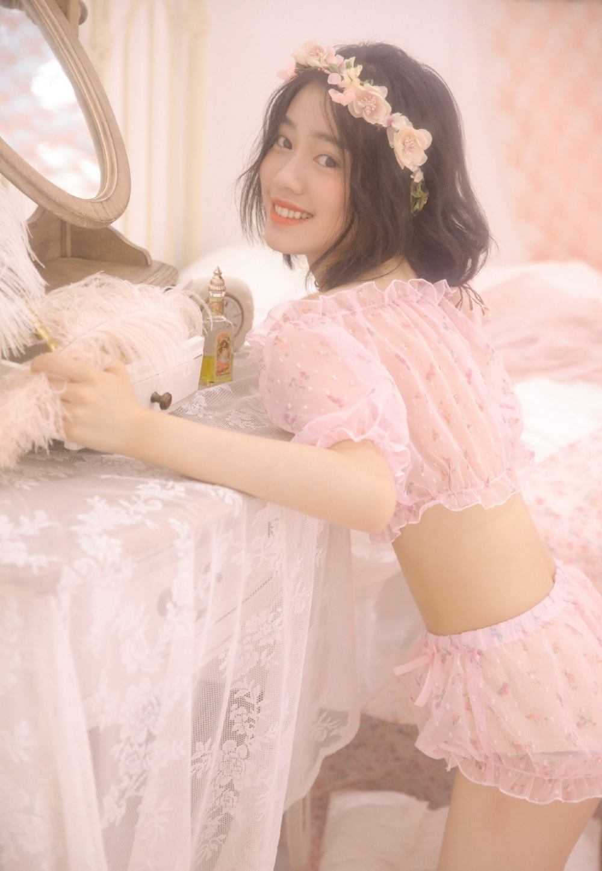 甜美少女小蛮腰大长腿精选图片